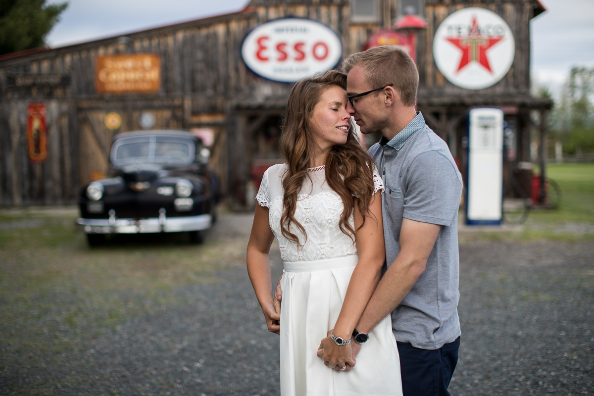 Engagement Session, Vintage Gas Station, aKaiserPhoto